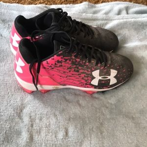 Girls size 4 youth under armour baseball cleats